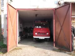 Stara remiza i stary wóz bojowy